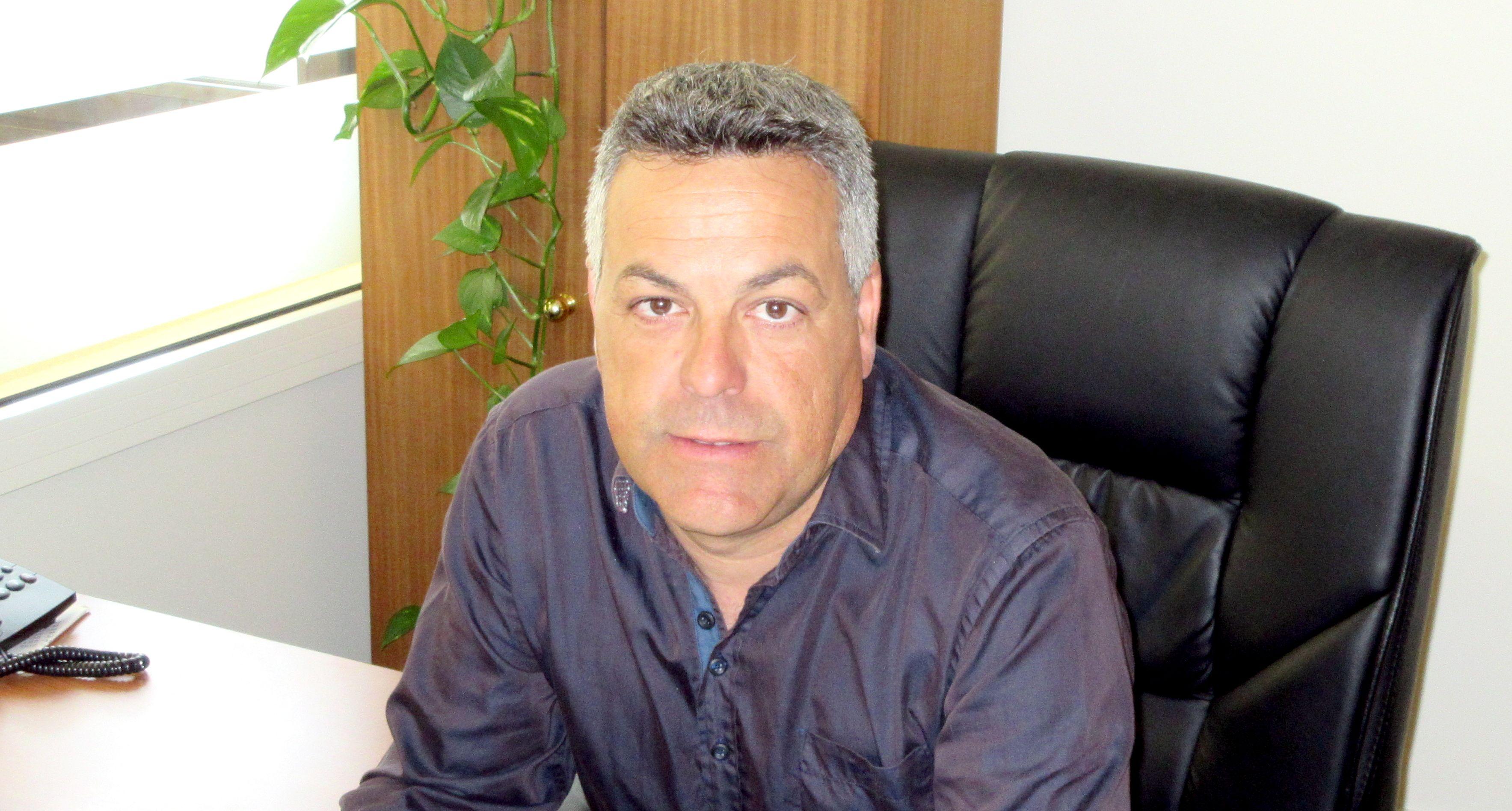El alcalde de Binaced en su despacho